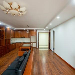 Thi công nhà ở chung cư gỗ Sồi Mỹ tại Mipec Kiến Hưng, Hà Nội